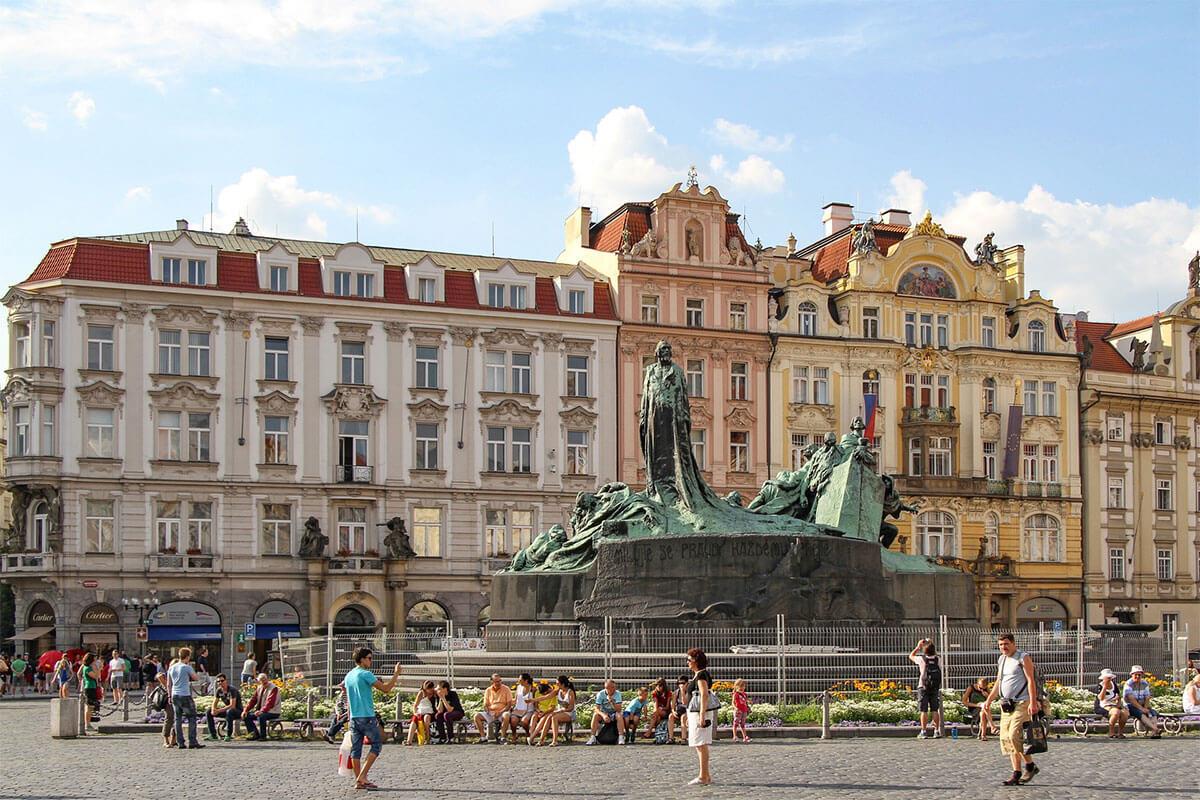 Spomenik Janu Husu u Pragu